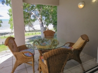 palm-cove-two-bedroom-apartment-12
