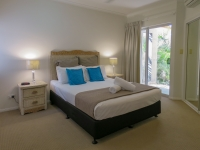 palm-cove-two-bedroom-apartment-3